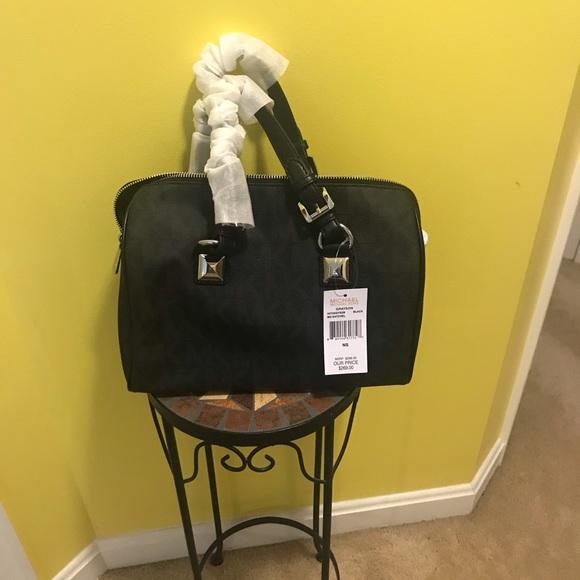 ab15d51c26822 NWT Michael Kors signature bag
